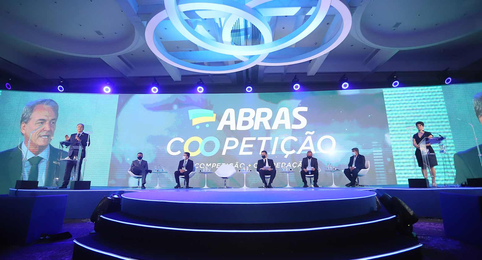 Presidente do Congresso Nacional e ministros marcam presença na abertura da Convenção ABRAS